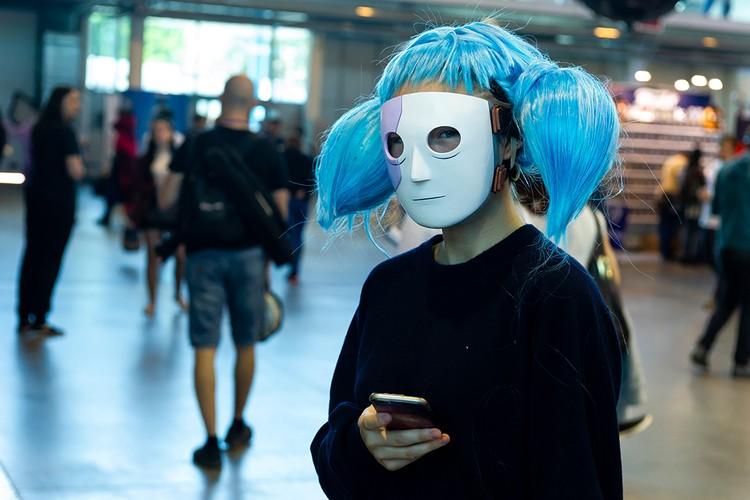 Половина петербуржцев не замечают ничего странного во внешнем виде этой девушки. А вы?