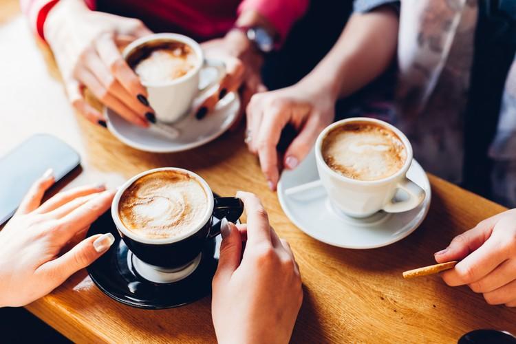 Последние исследования показывают, что норма ежедневного потребления кофе– 2-4 чашки.