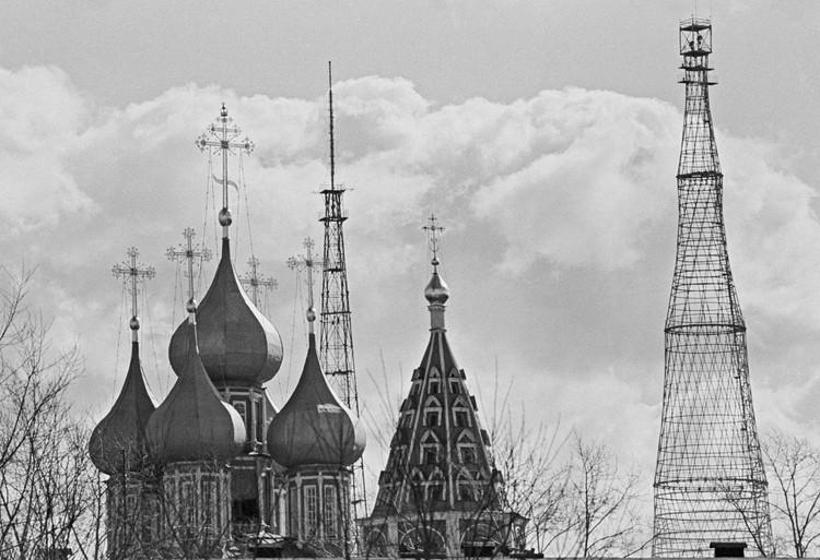 Шуховская башня и церковь Ризоположения, 1982 год. Фото: Б.Кавашкина и И.Юдаша /Фотохроника ТАСС/