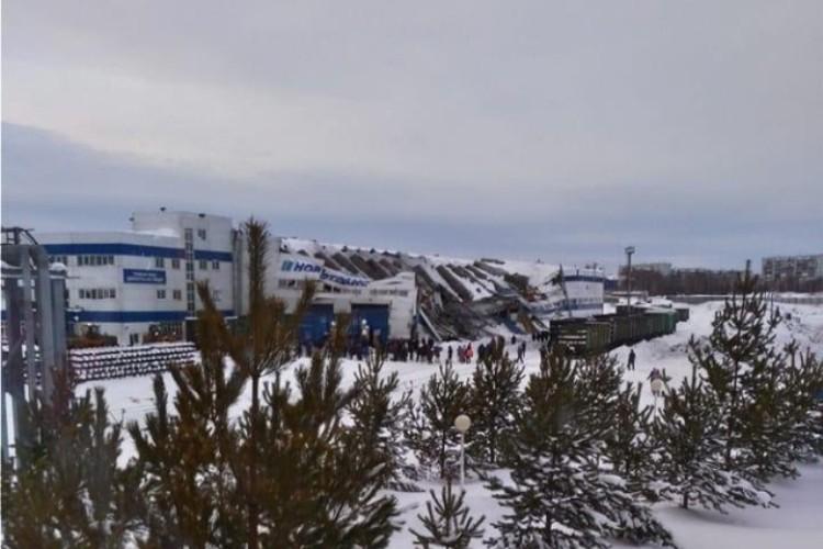 """Обрушение произошло в 17.28 24 января. ФОТО: vk.com, """"Прокопьевск.ру""""."""