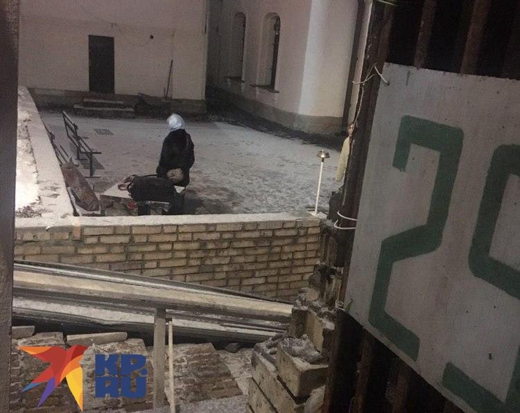 Прихожане прощались с Чаплиным в нескольких метрах от дверей храма