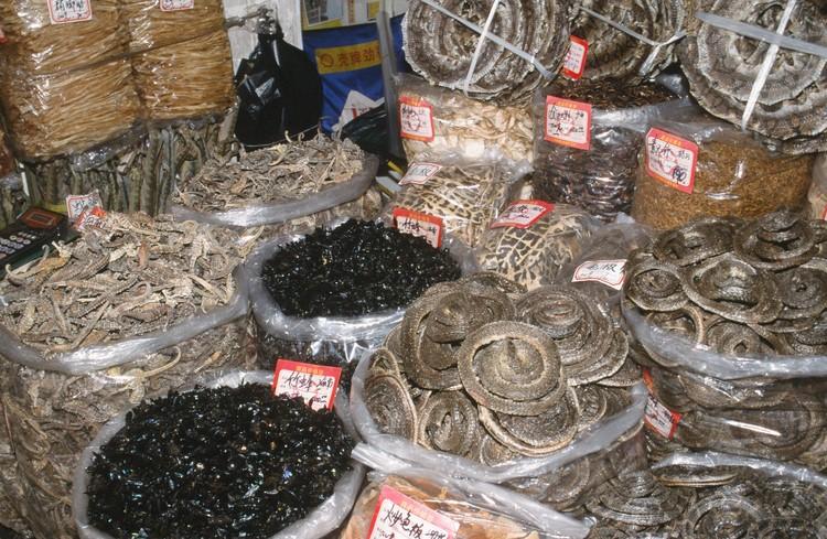 В Китае считается, что употребление в пищу всевозможных гадов и экзотических животных исцеляет от разных болезней