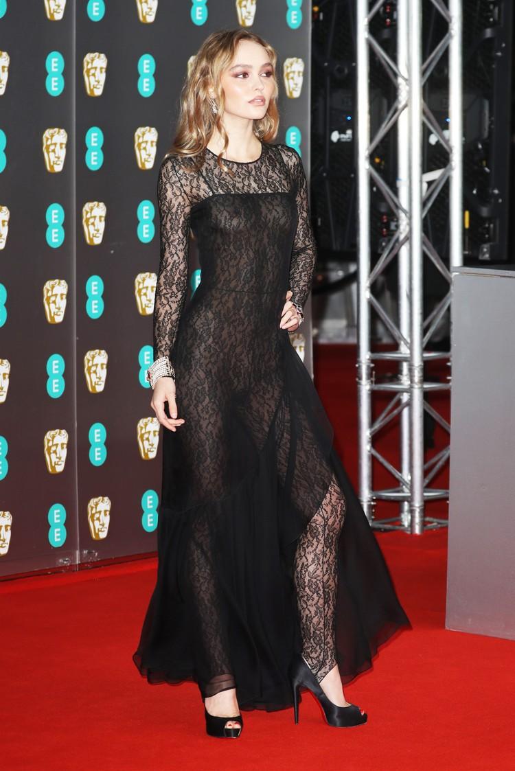 Актриса выбрала абсолютно прозрачный наряд.