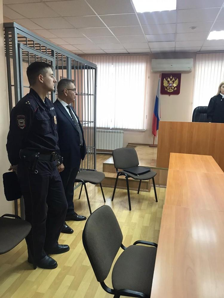 Один из защитников по этому коррупционному делу – Александр Плевин. Именно он когда-то представлял интересы экс-главы Ростехнадзора Леонида Баклицкого.