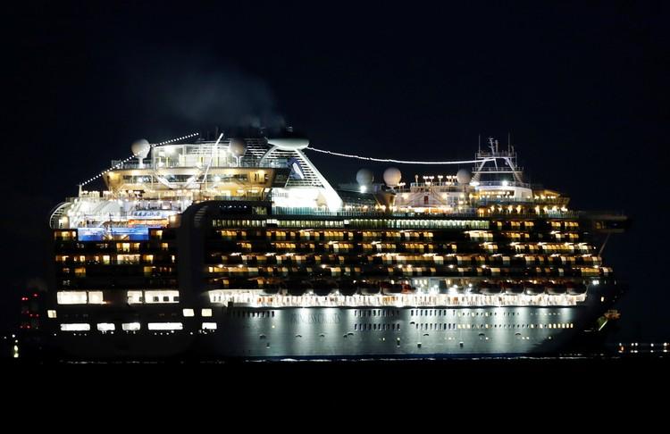 На борту круизного судна Diamond Princess находятся около 3,7 тысячи человек