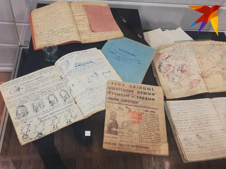 На выставке можно увидеть и тетради школьника Ивана Комара.