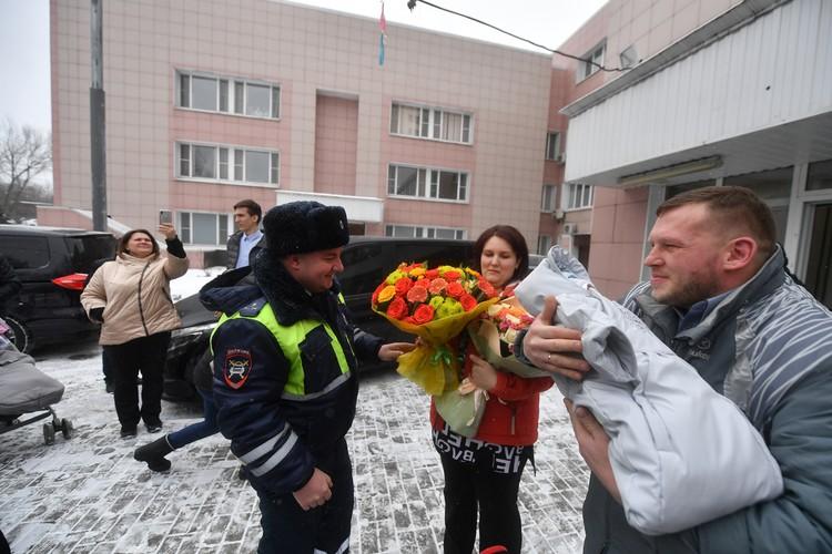 Родители Матвея признались, что были рады снова увидеть смелых полицейских.