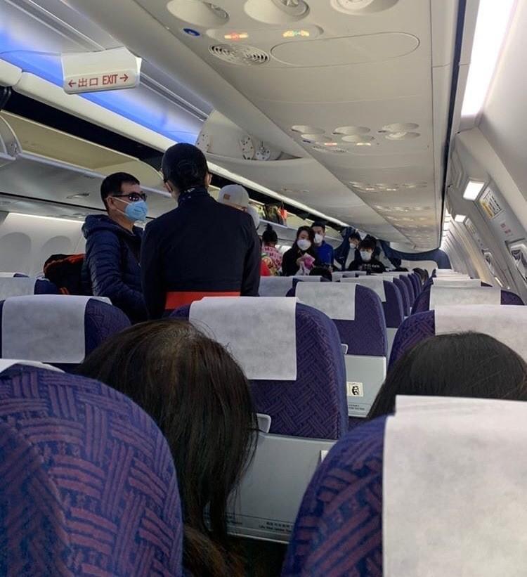 Самолеты летают, но некоторые рейсы отменены. Фото: @povkhhh