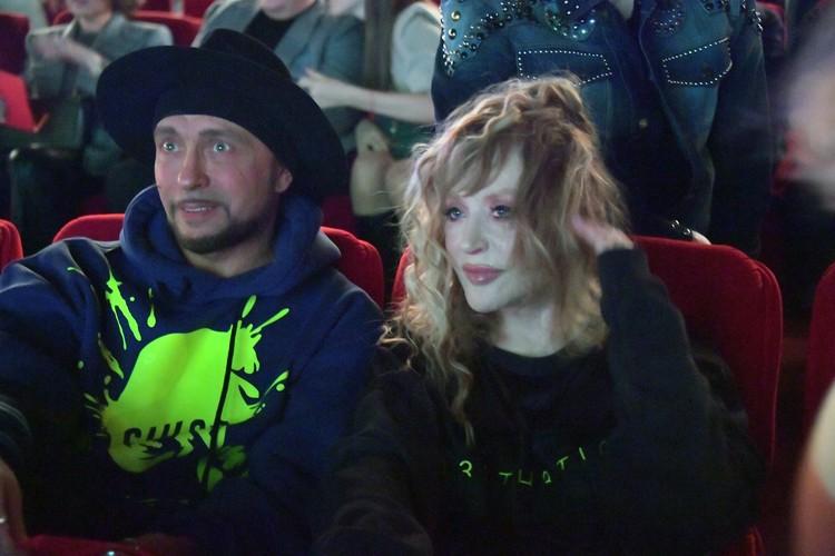На премьере фильма «Лед-2» поклонники убедились, что 70-летняя артистка и в жизни выглядит намного моложе паспортного возраста