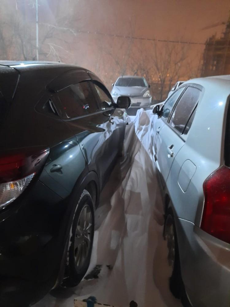 Владивосток засыпало снегом. На личном авто лучше не выезжать. Фото: предоставлено автолюбителями