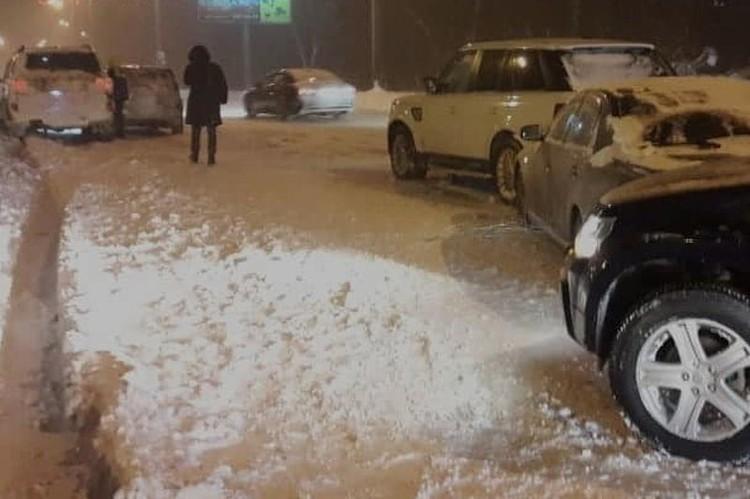 Машины не поделили проезд в пригороде Владивостока. Фото: dps.control
