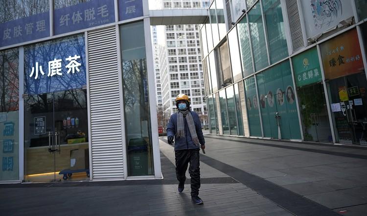 На вечно оживленных улицах Пекина теперь малолюдно.