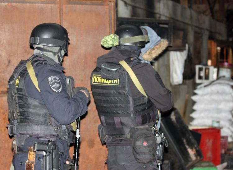 Полиция нагрянула в цех внезапно. Фото ГУ МВД по Астраханской области.