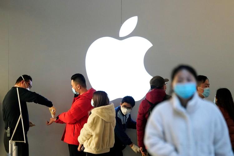 Apple объявила, что поставки iPhone по всему миру в ближайшее время будут временно снижены