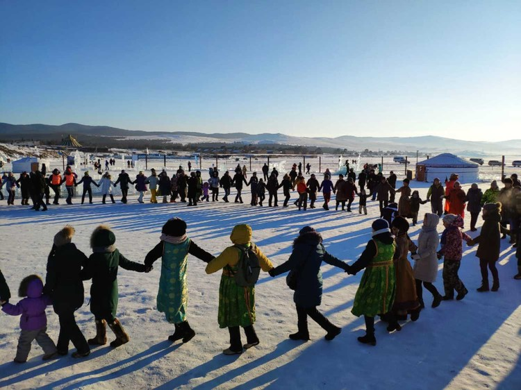 Танец ехор, который стал вишенкой на торте фестиваля, объединил всех гостей, вне зависимости от национальности