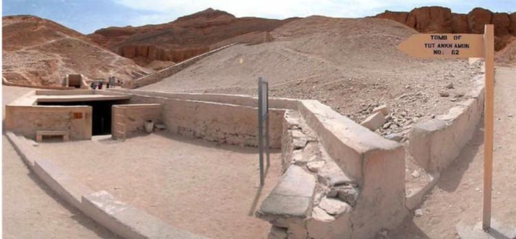 Так вход в гробницу Тутанхамона выглядит со стороны.