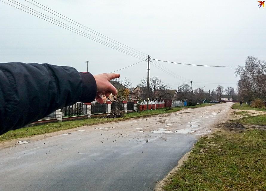 Часть улицы заасфальтировали несколько лет назад. А дальше дороги нет. Фото: Оксана БРОВАЧ