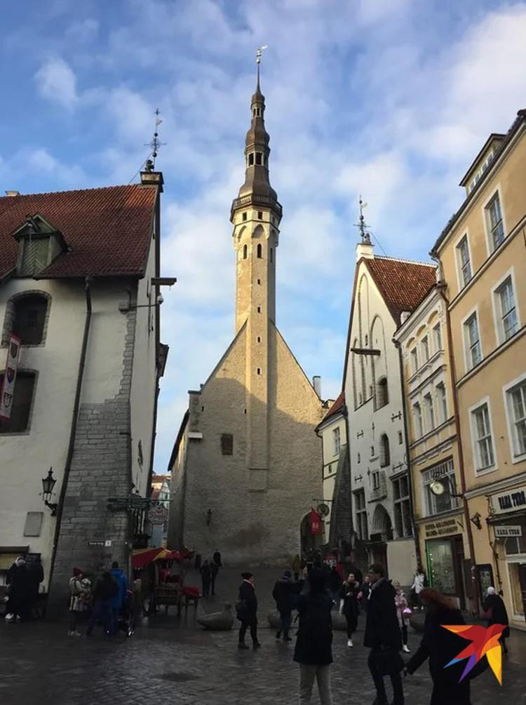 Древние башни Старого города, его уютные мощеные улочки - первым делом все приезжие устремляются туда.