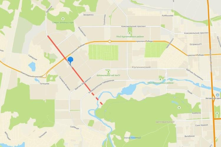 Пунктиром на карте обозначено продолжение улицы Чичерина мостом через реку Миасс до городского бора.