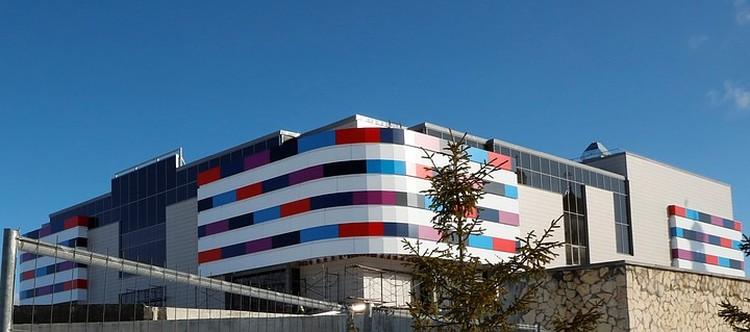 Для комфортной городской среды необходимы современные объекты для культурного досуга. В новом ТРЦ, который в Карабаше строит РМК, будет два кинозала. Фото: пресс-служба РМК