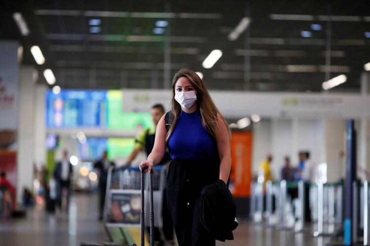В странах, где вирус распространяется особенно быстро, ВОЗ рекомендует ограничить мобильность населения, прекратить пассажирские перевозки