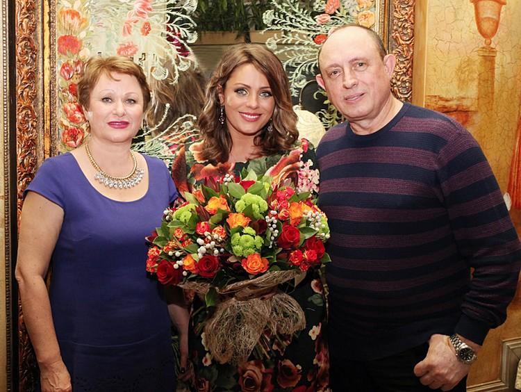 Юлия Началова с родителями