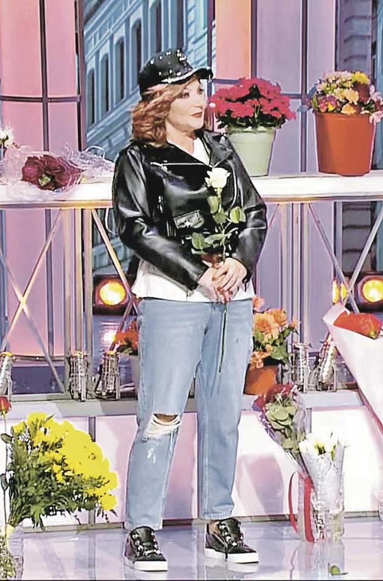 После развода Елена Степаненко похудела на 42 кило, придерживаясь строгой диеты. И теперь может позволить себе более молодежную одежду.