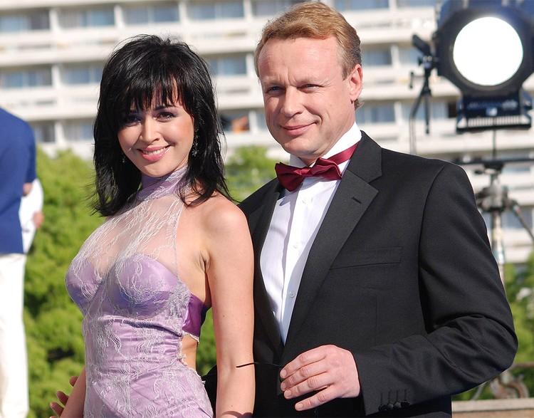 """Сергей Жигунов и Анастасия Заворотнюк на """"Кинотавре"""", 2007 г."""
