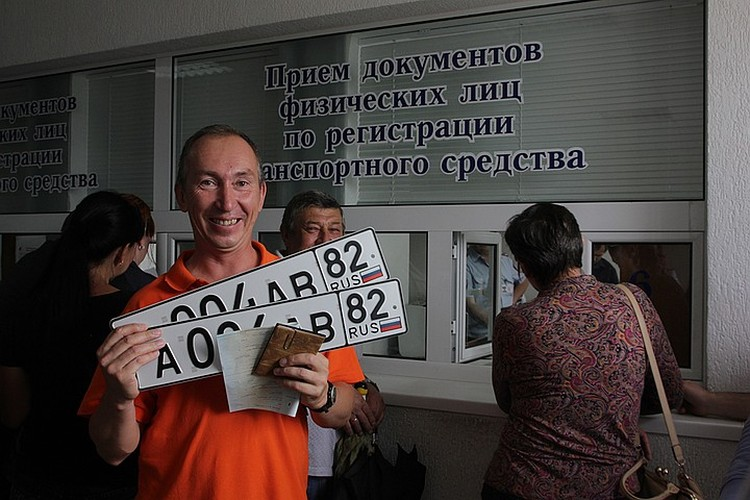 В Симферополе живут 500 тысяч человек, а машин зарегистрировано 340 тысяч, и большая часть этих машин куплена после 2014 года