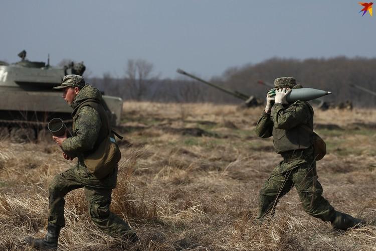 Артиллеристы готовят технику к бою