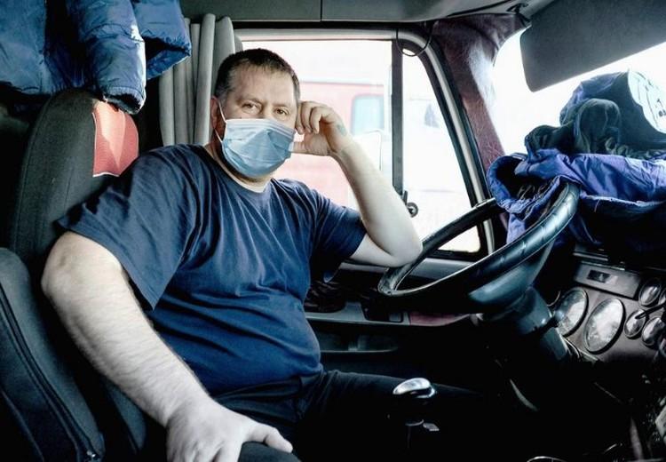 Водители рискуют провести карантин в кабине, если груз некому принять. Фото: Цуркин/facebook