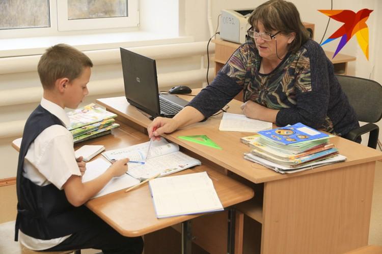 В школу учителей обязали приходить, даже если на занятиях будет по несколько человек из из класса. Фото: Укладов Олег