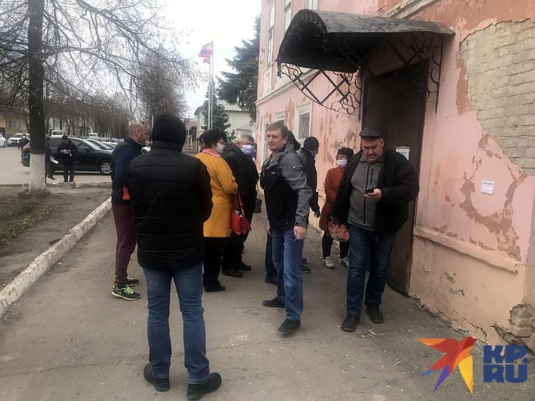Успевшие за неделю разориться или обеднеть балашовские предприниматели, выстроились в «антивирусную» очередь в администрацию