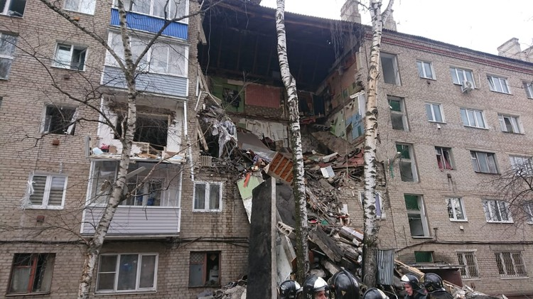 Полностью уничтожены квартиры. Нижние этажи пролета оказались под завалами. Фото: Пресс-служба МЧС