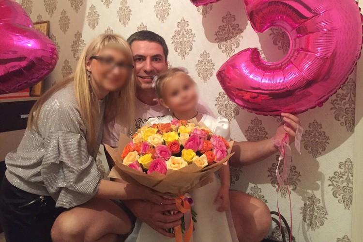 У Максима Ухова остались жена и дочка.
