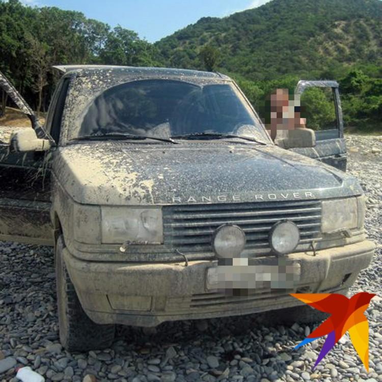 В суде водитель уверял, что девушка сама высунулась из люка Range Rover.