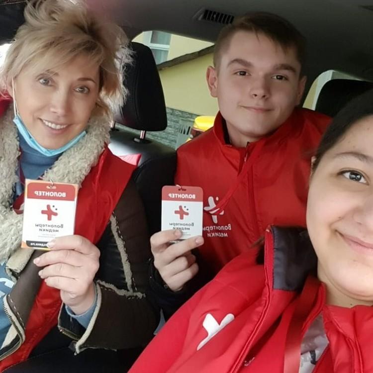 Елена Воробей записалась в волонтеры — теперь закупает и развозит продукты и лекарства.