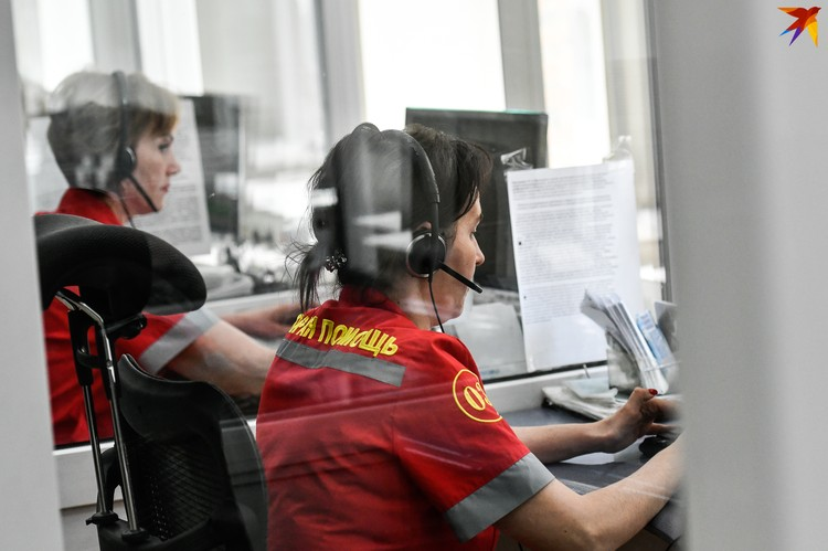 В день на станцию скорой медпомощи поступает около 900 звонков