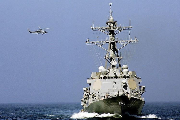 Эсминец ВМС США.