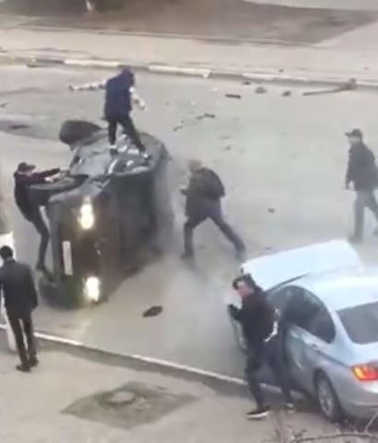 """Кадр из видео из группы """"Подслушано автомобистов Владимир"""""""