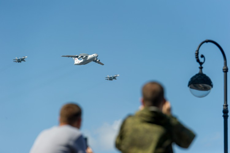 Экипажи боевой авиации пролетят над центральными площадями