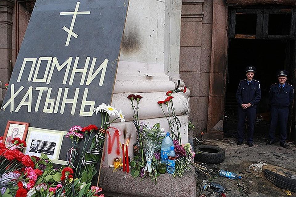Мемориал жертвам пожара у здания Дома профсоюзов в Одессе Фото: Нигина БЕРОЕВА