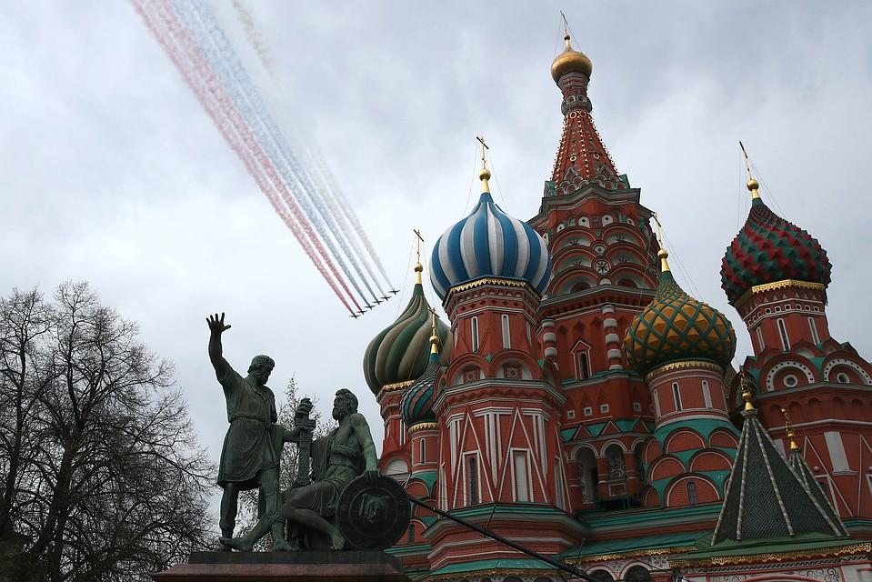 Самолеты начертят в небе российский триколор Фото: GLOBAL LOOK PRESS
