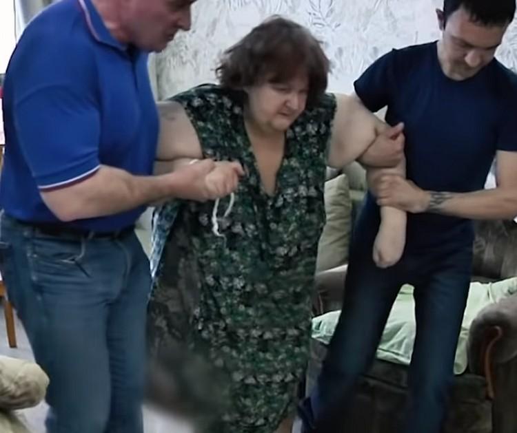 """Любовь Нурдинову выписали из """"Нефтяника"""" с весом 149 кг. Скриншот видео программы """"Андрей Малахов. Прямой эфир"""""""