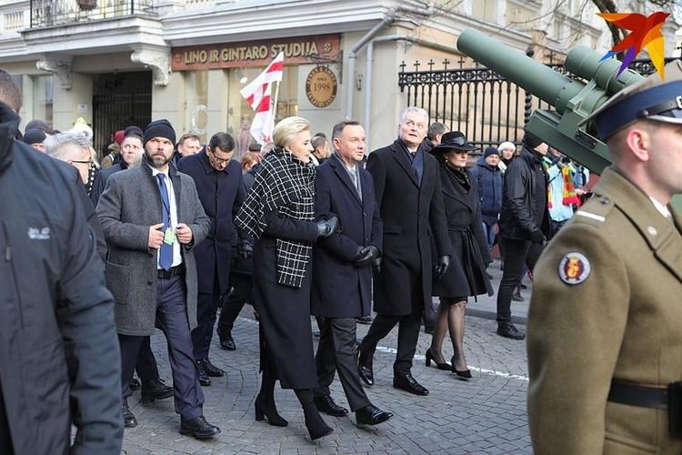 Президент Польши Анджей Дуда с супругой (слева) на перезахоронении станков Калиновского в Вильнюсе.