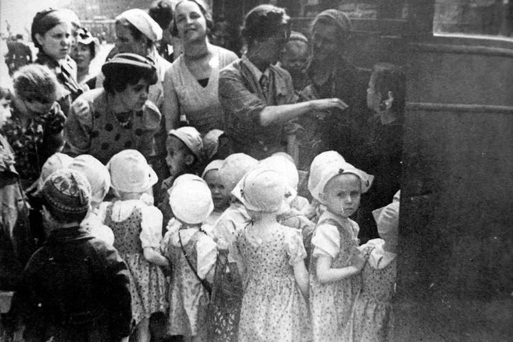 В мае 1942 года в Куйбышевскую область прибыла первая группа детей-сирот из Ленинграда.
