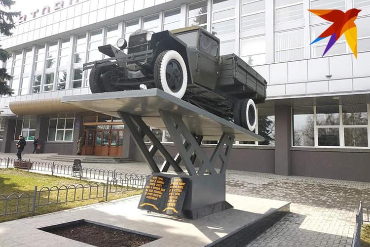 Кое-где в Украине сохранились памятники даже транспорт времен Великой Отечественной