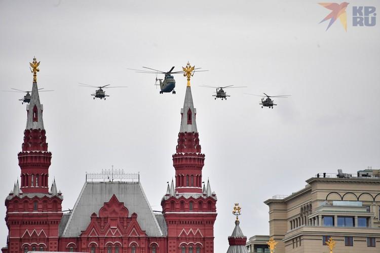 Вертолеты Ми-8 и Ми-26.