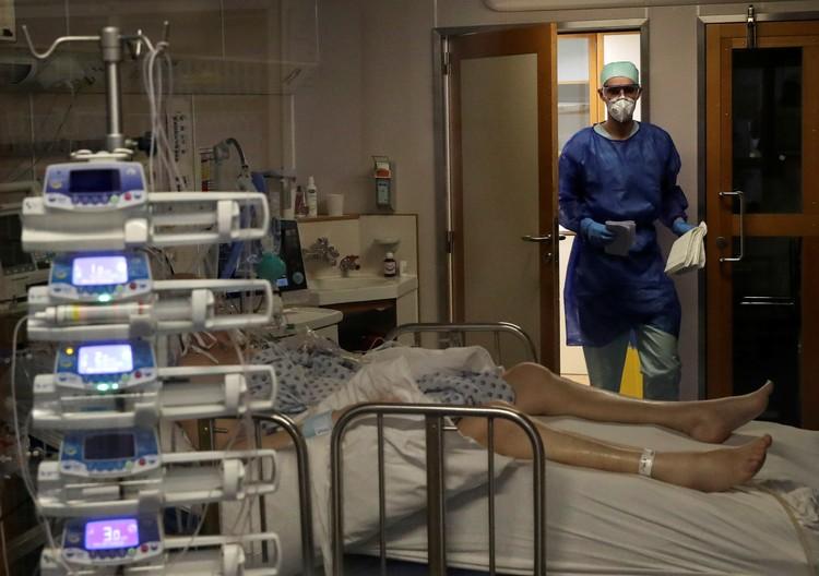 Пациент с коронавирусом в больнице города Льеж, Бельгия.