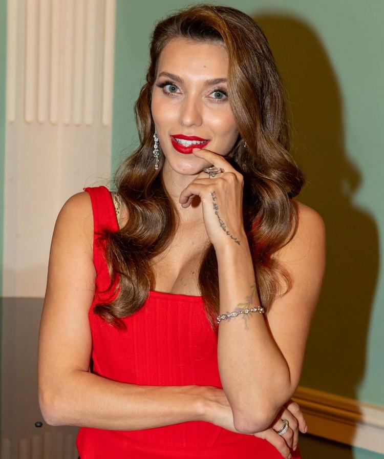 До недавнего времени рекордсменом по рекламным контрактам была Регина Тодоренко.